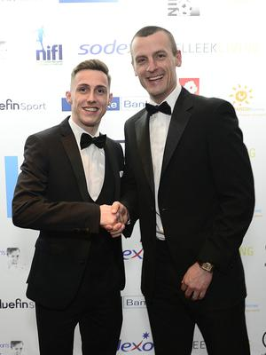 Pacemaker Press Belfast 07-05-2018:  2018 Northern Ireland Football Writers Association Annual Awards Dinner. The gala event, hosted by the Crowne Plaza on Monday May 7. Pictured at the event N Coleraine manager Oran Kearney and Crusaders FC's Gavin Whyte. Picture By: Arthur Allison/Pacemaker.