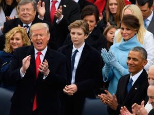 US President Donald Trump (L) and former US President Barack Obama clap after the national anthem was sung on January 20, 2017 at the US Capitol in Washington, DC. / AFP PHOTO / Mark RALSTONMARK RALSTON/AFP/Getty Images