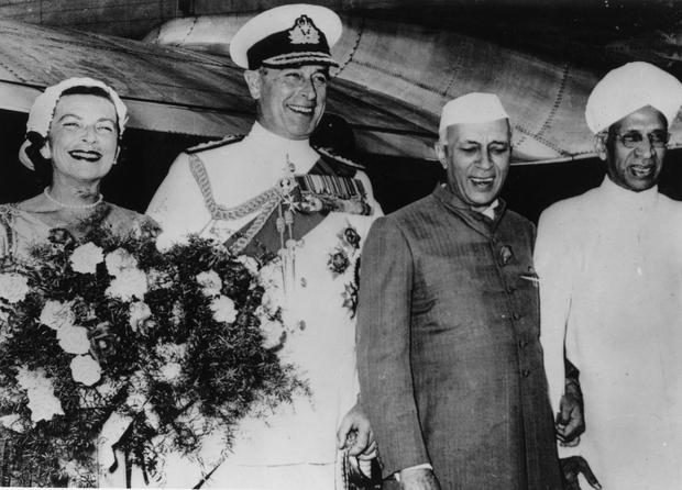 14th March 1956: Pandit Jawaharlal Nehru (1889 - 1964) and Dr Radhakrishnan (1888 - 1975) welcoming Viscount Louis Mountbatten (1900 - 1979) and his wife to India at New Delhi Airport. (Photo by Keystone/Getty Images)