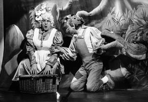 Muddles (Bobby Bennett) has his picnic with Dame Doughnut (Duggie Clark) eaten by a snake during Snow White and the Seven Dwarf's in the New Vic.  13/12/1984