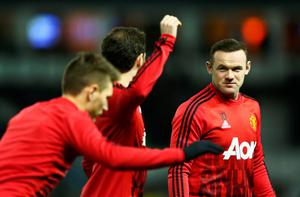 Wayne Rooney of Manchester United warms up with team mates prior to the Emirates FA Cup fourth round match between Derby County and Manchester United at Pride Park Stadium on January 29, 2016 in Derby, England.  (Photo by Clive Mason/Getty Images)