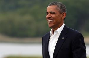 ENNISKILLEN, NORTHERN IRELAND - JUNE 17:  US President Barack Obama is greeted by Britain's Prime Minister David Cameron (L) at the official arrival of the G8 leaders at the G8 venue of Lough Erne on June 17, 2013 in Enniskillen, Northern Ireland. The two day G8 summit, hosted by UK Prime Minister David Cameron, is being held in Northern Ireland for the first time. Leaders from the G8 nations have gathered to discuss numerous topics with the situation in Syria expected to dominate the talks.  (Photo by Matt Cardy/Getty Images)