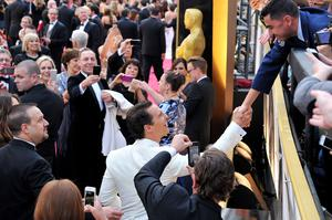 Matthew McConaughey shakes hands with a fan at the Oscars on Sunday, March 2, 2014, at the Dolby Theatre in Los Angeles.  (Photo by Vince Bucci/Invision/AP)