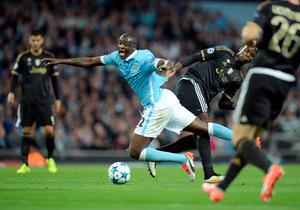Manchester City's Ivorian midfielder Yaya Toure (L) is tackled by Juventus' midfielder from France Paul Pogba during a UEFA Champions League group stage football match between Manchester City and Juventus at the Etihad stadium in Manchester, north-west England on September 15, 2015.       AFP PHOTO / OLI SCARFFOLI SCARFF/AFP/Getty Images