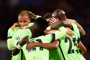 PARIS, FRANCE - APRIL 06: Fernandinho (2nd R) of Manchester City celebrates scoring his team's second goal with his team mates during the UEFA Champions League Quarter Final First Leg match between Paris Saint-Germain and Manchester City at Parc des Princes on April 6, 2016 in Paris, France.  (Photo by Shaun Botterill/Getty Images)