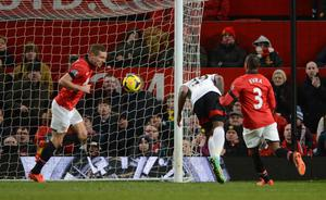 MANCHESTER, ENGLAND - FEBRUARY 09:  Darren Bent of Fulham scores his team's second goal during the Barclays Premier League match between Manchester United and Fulham at Old Trafford on February 9, 2014 in Manchester, England.  (Photo by Michael Regan/Getty Images)