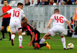 Bordeaux's Wahbi Khazri is tackled by Liverpool's Jordan Rossiter, right, during their Europa League soccer match in Bordeaux, southwestern France, Thursday, Sept. 17, 2015. (AP Photo/Bob Edme)
