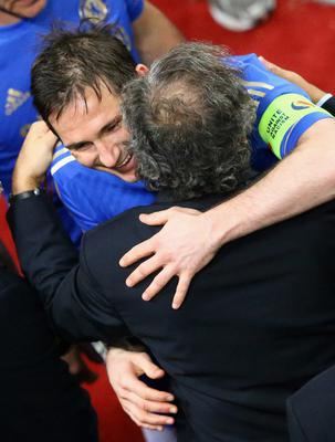 AMSTERDAM, NETHERLANDS - MAY 15:  Frank Lampard of Chelsea is congratulated by UEFA President  Michel Platini during the UEFA Europa League Final between SL Benfica and Chelsea FC at Amsterdam Arena on May 15, 2013 in Amsterdam, Netherlands.  (Photo by Christof Koepsel/Getty Images)