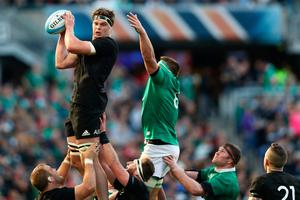 CHICAGO, IL - NOVEMBER 05: Scott Barrett of the New Zealand All Blacks takes the ball in the lineout during the international match between Ireland and New Zealand at Soldier Field on November 5, 2016 in Chicago, United States.  (Photo by Phil Walter/Getty Images)