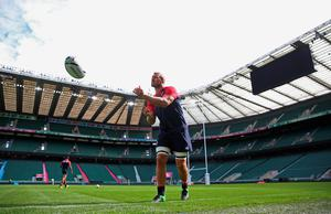 LONDON, ENGLAND - SEPTEMBER 17:  Captain Chris Robshaw of England passes the ball during the England Captain's Run on the eve of the opening Rugby World Cup 2015 match against Fiji at Twickenham Stadium on September 17, 2015 in London, England.  (Photo by David Rogers/Getty Images)
