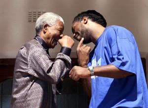 File photo dated 22/04/2001 of Former South African President Nelson Mandela meets with former world heavyweight champion Lennox Lewis. PRESS ASSOCIATION Photo. Issue date: Thursday December 6, 2013. They say sport and politics should never mix, but they have seldom been entwined so tightly and with such evident affection as they were on a sunny day in Johannesburg on June 24 1995, when Nelson Mandela presented the Webb Ellis Trophy to Francois Pienaar. See PA story SPORT Mandela. Photo credit should read: Nick Potts/PA Wire.