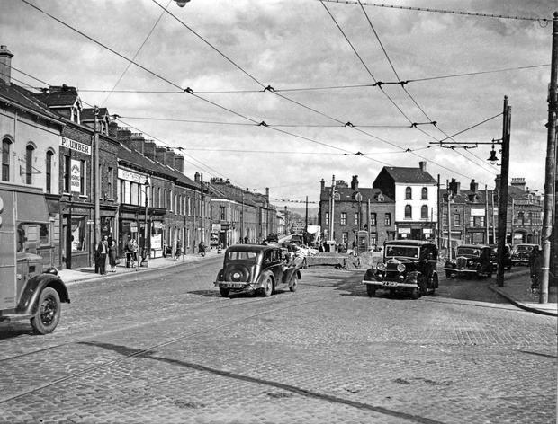 Building a roundabout at the junction of Ravenhill Road, Albert Bridge Road and Madrid St.  10/9/1948 Belfast Telegraph Collection/NMNI