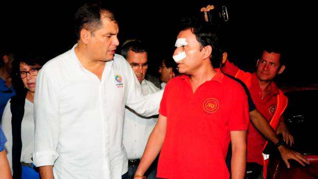 """Picture released by Ecuadorean agency API showing Ecuador's President Rafael Correa (L) talking to a wounded man during his visit to the city of Manta, Ecuador, on April 17, 2016 a day after a powerful 7.8-magnitude quake hit the country. Ecuador quake kills 272 and the number """"will rise"""", Correa said. / AFP PHOTO / API / Ariel Ochoa / RESTRICTED TO EDITORIAL USE - MANDATORY CREDIT """"AFP PHOTO / API / ARIEL OCHOA"""" - NO MARKETING NO ADVERTISING CAMPAIGNS - DISTRIBUTED AS A SERVICE TO CLIENTSARIEL OCHOA/AFP/Getty Images"""