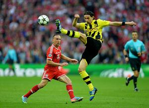 LONDON, ENGLAND - MAY 25:  Franck Ribery of Bayern Muenchen (L) in action with Neven Subotic of Borussia Dortmund during the UEFA Champions League final match between Borussia Dortmund and FC Bayern Muenchen at Wembley Stadium on May 25, 2013 in London, United Kingdom.  (Photo by Laurence Griffiths/Getty Images)