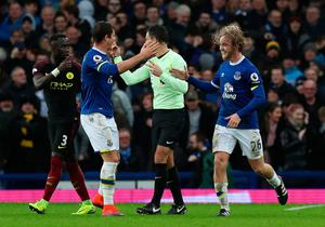 "Everton's Tom Davies (right) celebrates scoring his side's third goal with team-mate Gareth Barry during the Premier League match at Goodison Park, Liverpool. PRESS ASSOCIATION Photo. Picture date: Sunday January 15, 2017. See PA story SOCCER Everton. Photo credit should read: Peter Byrne/PA Wire. RESTRICTIONS: EDITORIAL USE ONLY No use with unauthorised audio, video, data, fixture lists, club/league logos or ""live"" services. Online in-match use limited to 75 images, no video emulation. No use in betting, games or single club/league/player publications."