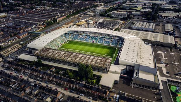 The Irish FA are set for showdown talks with Sport Minister Carál Ní Chuilín over whether fans can attend Irish League games