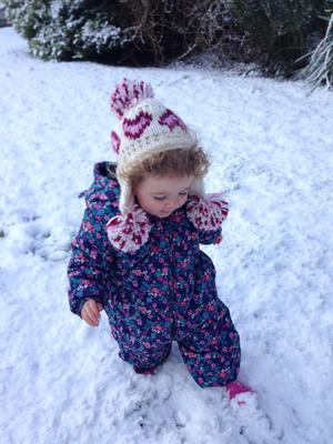 Little 16-month-old Clara has fun as she gets her first glimpse of the snow and takes her first steps in the winter wonderland in Limavady. Pic. Hannah McCausland 13/01/2015