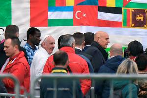 Pope Francis arrives at the Cooperative Auxilium (C.A.R.A) of Castelnuovo di Porto near Rome where he will wash feet of migrants from the Center for Asylum seeker of Castelnuovo di Porto as part of the Holy Thursday celebrations on March 24, 2016.  The ceremony evokes Jesus washing the feet of his disciples at the Last supper before he was crucified. / AFP PHOTO / ALBERTO PIZZOLIALBERTO PIZZOLI/AFP/Getty Images