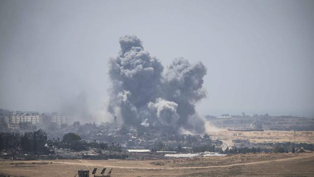 Smoke rises from Gaza Strip after Israeli shelling moment before the 24 hour ceasefire on July 27, 2014 on the Israeli/Gaza border(Photo by Ilia Yefimovich/Getty Images)