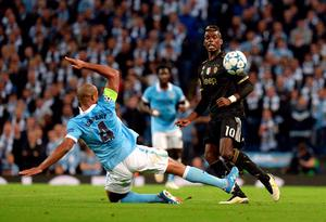 Manchester City's Vincent Kompany (left) and Juventus' Paul Pogba battle for the ball during the UEFA Champions League match at the Etihad Stadium, Manchester. PRESS ASSOCIATION Photo. Picture date: Tuesday September 15, 2015. See PA story SOCCER Man City. Photo credit should read: Martin Rickett/PA Wire