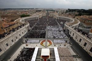 A view of St. Peter's Square filled with faithful during a solemn ceremony led by Pope Francis at the Vatican, Sunday, April 27, 2014 (AP Photo/Andrew Medichini)