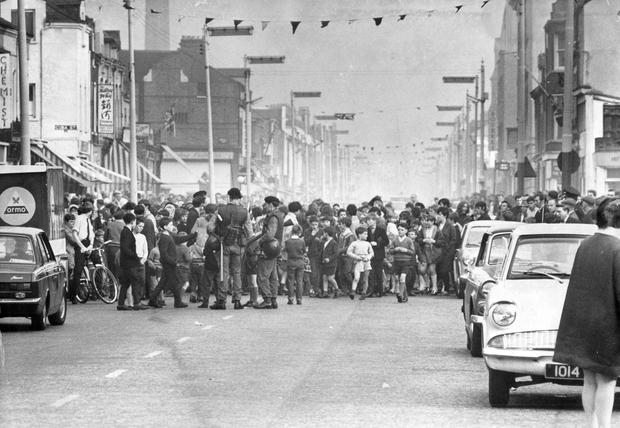 Riots : Belfast. October 1969.  Women and children form a human chain across the Newtownards Road, Belfast, at Templemore Avenue.  The protest lasted about an hour.  (18/10/69)