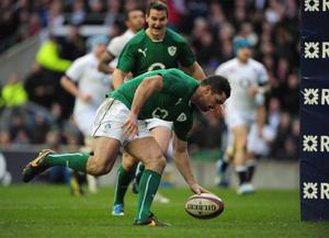 LONDON, ENGLAND - FEBRUARY 22:  Ireland full-back Rob Kearney scores a try during the RBS Six Nations match between England and Ireland at Twickenham Stadium on February 22, 2014 in London, England.  (Photo by Shaun Botterill/Getty Images)
