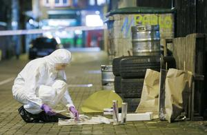 Picture - Kevin Scott / Presseye  Belfast, UK - January 08 ,  Police and forensic officers at the scene of an incident in the Marquis Street area beside Maddens Bar where they recovered a knife and a screwdriver  January 08, 2016 ( Photo by Kevin Scott / Presseye )