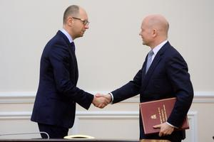 Ukrainian Prime Minister Arseniy Yatsenyuk shakes hands with Foreign Secretary William Hague in Kiev