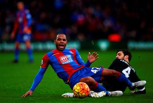 LONDON, ENGLAND - JANUARY 03:  Jason Puncheon of Crystal Palace battles for the ball with Cesc Fabregas of Chelsea during the Barclays Premier League match between Crystal Palace and Chelsea at Selhurst Park on January 3, 2016 in London, England.  (Photo by Ian Walton/Getty Images)