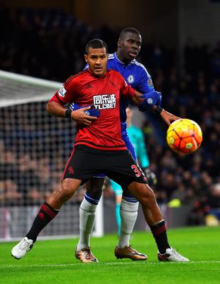 LONDON, ENGLAND - JANUARY 13: Salomon Rondon of West Bromwich Albion controls the ball under pressure of Kurt Zouma of Chelsea during the Barclays Premier League match between Chelsea and West Bromwich Albion at Stamford Bridge on January 13, 2016 in London, England.  (Photo by Shaun Botterill/Getty Images)