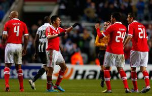 NEWCASTLE, ENGLAND - APRIL 11: Enzo Perez (C) of Benfica celebrates with team mates after the UEFA Europa League quarter final second leg match between Newcastle United and SL Benfica at St James' Park on April 11, 2013 in Newcastle upon Tyne, England. (Photo by Paul Thomas/Getty Images)