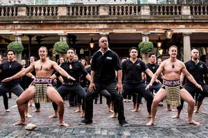 Handout photo dated 16/09/2015 provided by Synergy of MasterCard Rugby World Cup 2015 ambassador Jonah Lomu, alongside 100 volunteers including the Ngati Ranana London Maori Club, perform the Ka Mate haka in Covent Garden, London. PRESS ASSOCIATION Photo. Picture date: Wednesday September 16, 2015. Photo credit should read: Tom McGovern/Handout/PA Wire. NOTE TO EDITORS: This handout photo may only be used in for editorial reporting purposes for the contemporaneous illustration of events, things or the people in the image or facts mentioned in the caption. Reuse of the picture may require further permission from the copyright holder.