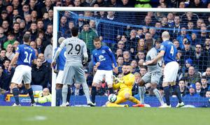 Everton Goalkeeper Tim Howard saves on the line during the Barclays Premier League match at Goodison Park, Liverpool. Lynne Cameron/PA Wire.