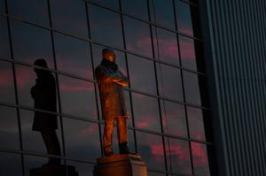 A view of the Sir Alex Ferguson Statue prior to kickoff during the UEFA Europa League Group A match between Manchester United FC and Fenerbahce SK at Old Trafford on October 20, 2016 in Manchester, England.  (Photo by Laurence Griffiths/Getty Images)