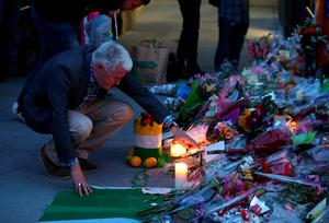 BERKELEY, CA - JUNE 17:  A man looks at a makeshift memorial outside of an apartment where six students died in an early Tuesday morning balcony collapse on June 17, 2015 in Berkeley, California. Hundreds of people attended a candlelight vigil for six students who were killed, five of which were in the United States on J1 work visas from Ireland, when a balcony they were standing on collapsed during a birthday party in their Berkeley, California apartment.  (Photo by Justin Sullivan/Getty Images)