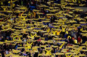 VILLARREAL, SPAIN - APRIL 28:  Villarreal fans show their support prior to the UEFA Europa League semi final first leg match between Villarreal CF and Liverpool at Estadio El Madrigal on April 28, 2016 in Villarreal, Spain.  (Photo by David Ramos/Getty Images)