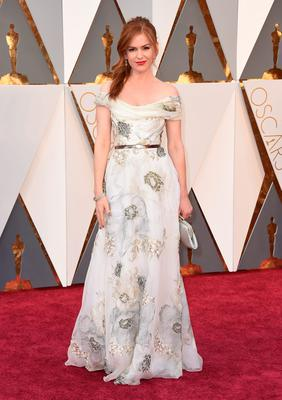Isla Fisher arrives at the Oscars on Sunday, Feb. 28, 2016, at the Dolby Theatre in Los Angeles. (Photo by Jordan Strauss/Invision/AP)