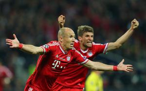 LONDON, ENGLAND - MAY 25:  Arjen Robben of Bayern Muenchen celebrates with team-mate Thomas Mueller after scoring a goal during the UEFA Champions League final match between Borussia Dortmund and FC Bayern Muenchen at Wembley Stadium on May 25, 2013 in London, United Kingdom.  (Photo by Alex Livesey/Getty Images)