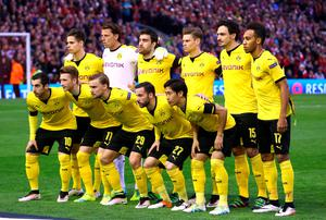 LIVERPOOL, ENGLAND - APRIL 14: The Dortmund team pose during the UEFA Europa League quarter final, second leg match between Liverpool and Borussia Dortmund at Anfield on April 14, 2016 in Liverpool, United Kingdom.  (Photo by Clive Brunskill/Getty Images)