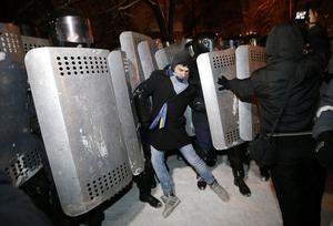 Riot police try to displace pro-European Union activists from their barricades at the Ukrainian presidential administration building in Kiev, Ukraine, Tuesday, Dec. 10, 2013.