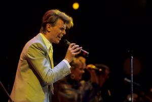 Live Aid...LONDON, UNITED KINGDOM - JULY 13:  Singer David Bowie performs at the Live Aid concert at Wembley Stadium in London, 13th July 1985. The concert raised funds for famine relief in Ethiopia.  (Photo by Georges De Keerle/Getty Images)...E