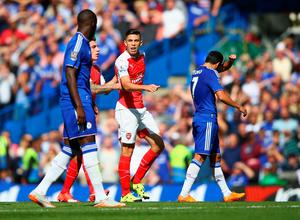 LONDON, ENGLAND - SEPTEMBER 19:  Gabriel (2nd R) of Arsenal argues after being shown a red card  during the Barclays Premier League match between Chelsea and Arsenal at Stamford Bridge on September 19, 2015 in London, United Kingdom.  (Photo by Ian Walton/Getty Images)
