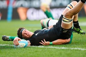 CHICAGO, IL - NOVEMBER 05:  Scott Barrett of the New Zealand All Blacks scores a try during the international match between Ireland and New Zealand at Soldier Field on November 5, 2016 in Chicago, United States.  (Photo by Phil Walter/Getty Images)