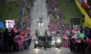 9/5/2014 Pacemaker press. Team Movistar in action as the Giro d'Italia team time trial takes place this evening in Stormont grounds, Belfast. Picture Charles McQuillan/Pacemaker.