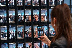 BERLIN, GERMANY - SEPTEMBER 03:  A visitor looks at display of Galaxy S6 Edge smartphones at the Samsung stand during a press day at the 2015 IFA consumer electronics and appliances trade fair on September 3, 2015 in Berlin, Germany. The 2015 IFA will be open to the public from September 4-9.  (Photo by Sean Gallup/Getty Images)