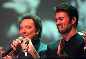 File photo dated 11/04/99 of Tom Jones (left) and George Michael performing a duet during a tribute concert to Sir Paul McCartney's late wife Linda, held at the Royal Albert Hall in London. Pop superstar Mr Michael has died peacefully at home, his publicist said. PRESS ASSOCIATION Photo. Issue date: Sunday December 25, 2016. See PA story DEATH Michael. Photo credit should read: Sean Dempsey/PA Wire