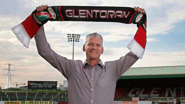 Glenman: Gary Smyth and the obligatory picture of holding up a scarf at the Oval