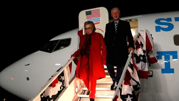 WHITE PLAINS, NY - NOVEMBER 08:  Democratic presidential nominee former Secretary of State Hillary Clinton (L) and her husband former U.S. President Bill Clinton arrive at Westchester County Airport on November 8, 2016 in White Plains, New York. Hillary Clinton wrapped up her campaign by greeting hundreds of supporters at the Westchester County Airport after campaigning in Pennsylvania, Michigan and North Carolina in the lead up to today's general election.  (Photo by Justin Sullivan/Getty Images)