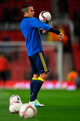 Robin van Persie of Fenerbahce warms up prior to the UEFA Europa League Group A match between Manchester United FC and Fenerbahce SK at Old Trafford on October 20, 2016 in Manchester, England.  (Photo by Laurence Griffiths/Getty Images)